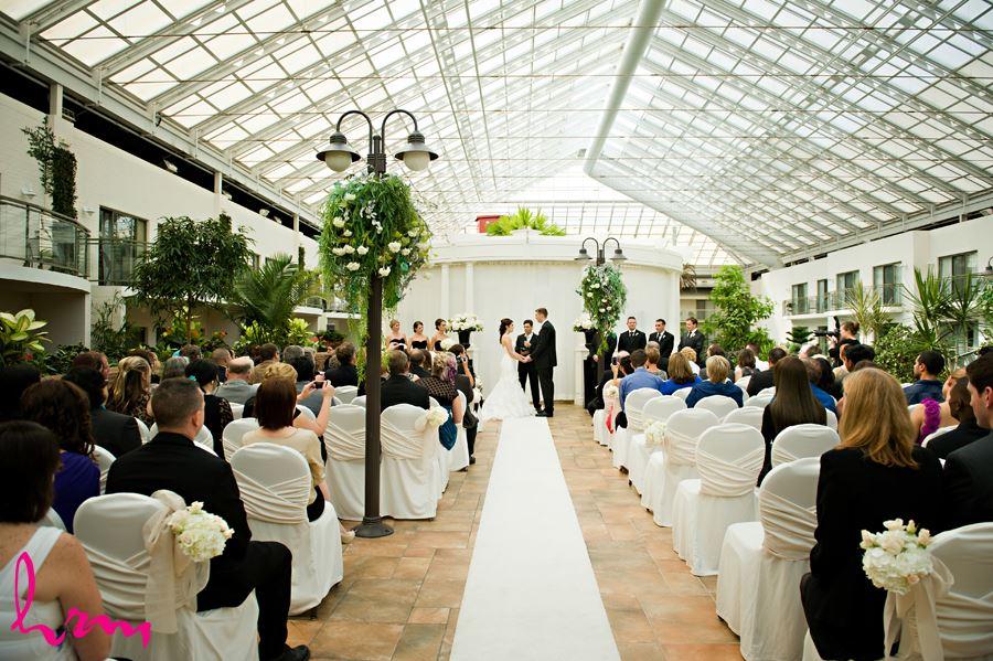 wedding ceremony at best western lamplighter inn london ontario