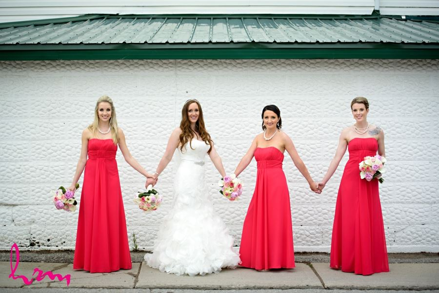 bride with bridesmaids bright red dresses