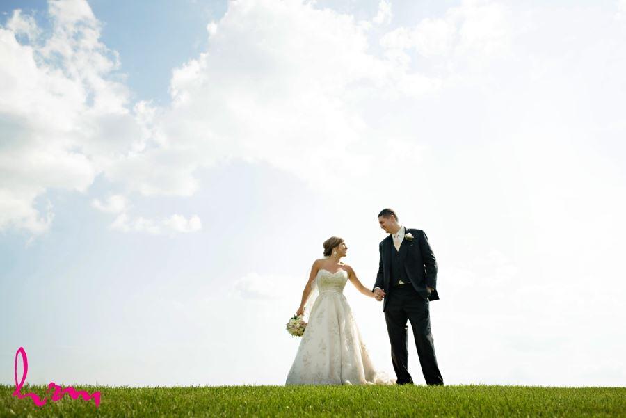 summer july wedding wedding photo ideas for bride and groom