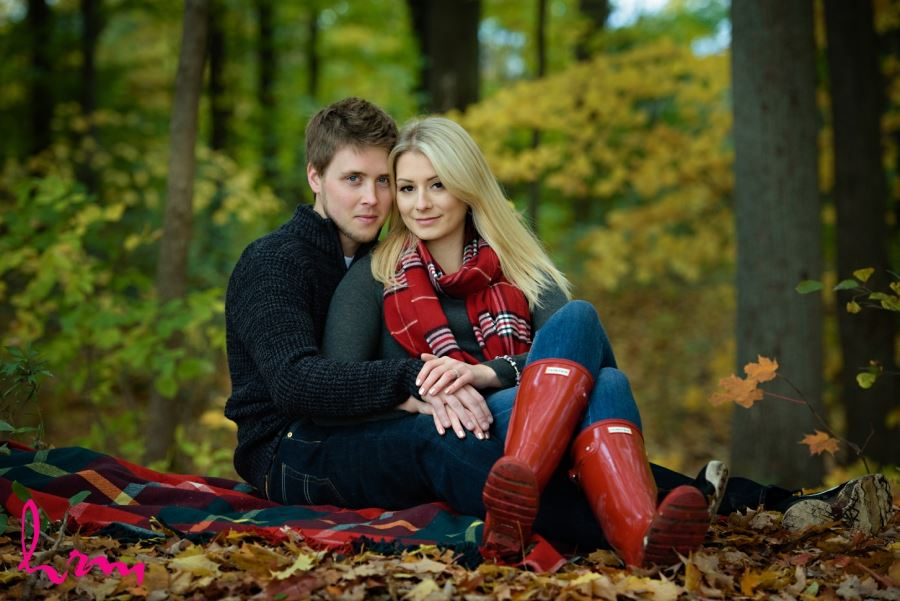 Fall engagement session outfit inspiration red accents