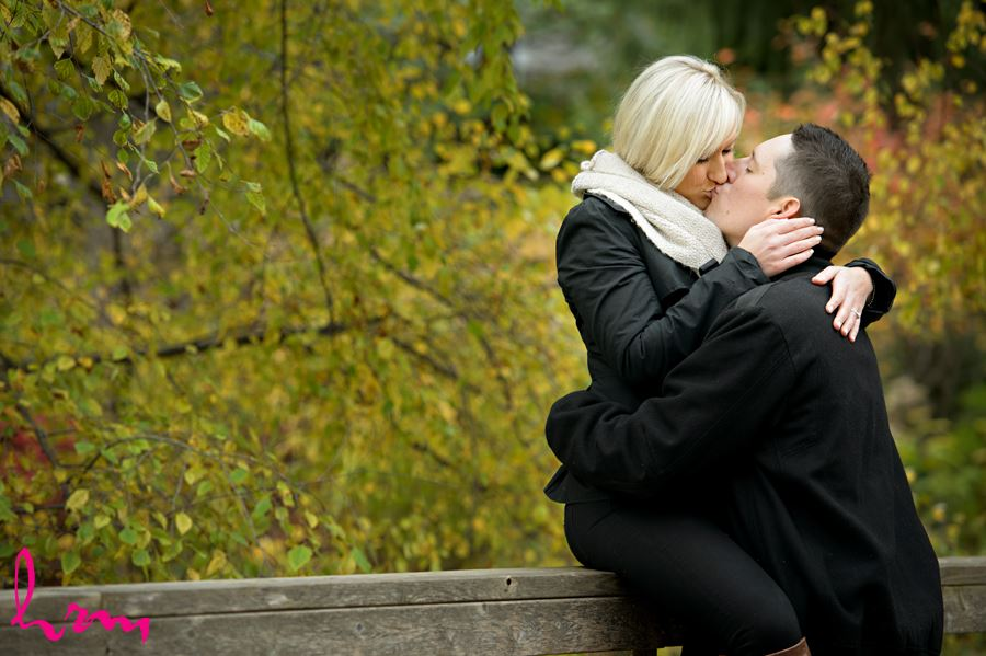 Couple kissing in Springbank Park in London Ontario