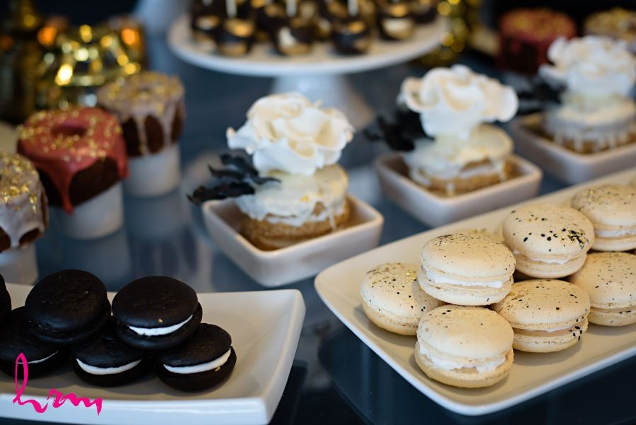 gold leaf cookies doughnuts sweets table wedding