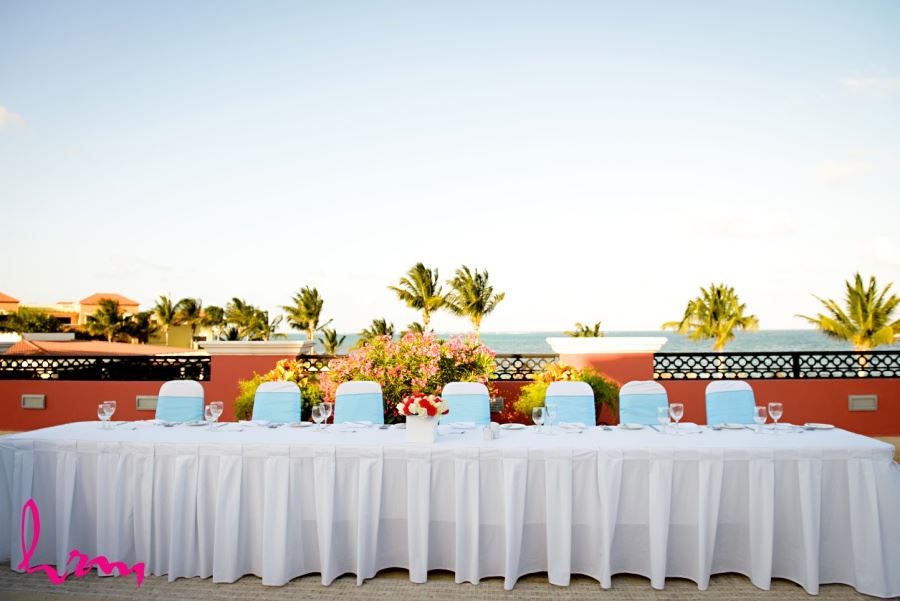 Head table reception decor destination wedding Ocean coral and Turquesa - Puerto Morelos, Mexico