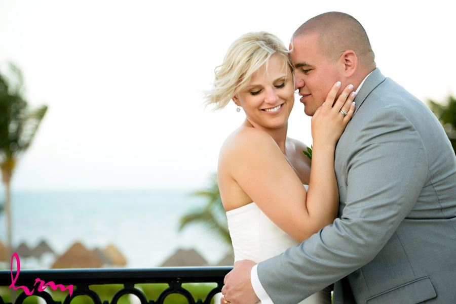 Bride and groom pics at beautiful destination wedding in Mexico