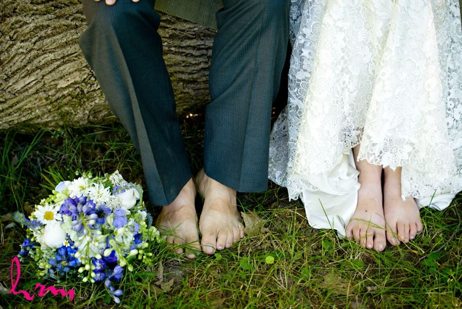 natural wedding ideas barefoot bride and groom